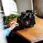 脚本家として成功するための下積みや秘訣とは?